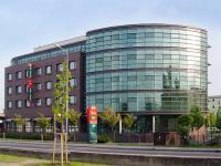Hotel- und Bürogebäude Warnowufer